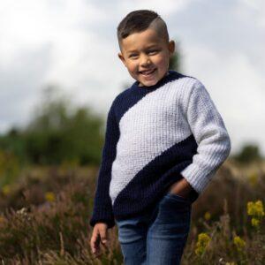 Mönster stickad barntröja 2700