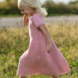 Mönster stickad barnklänning 2705